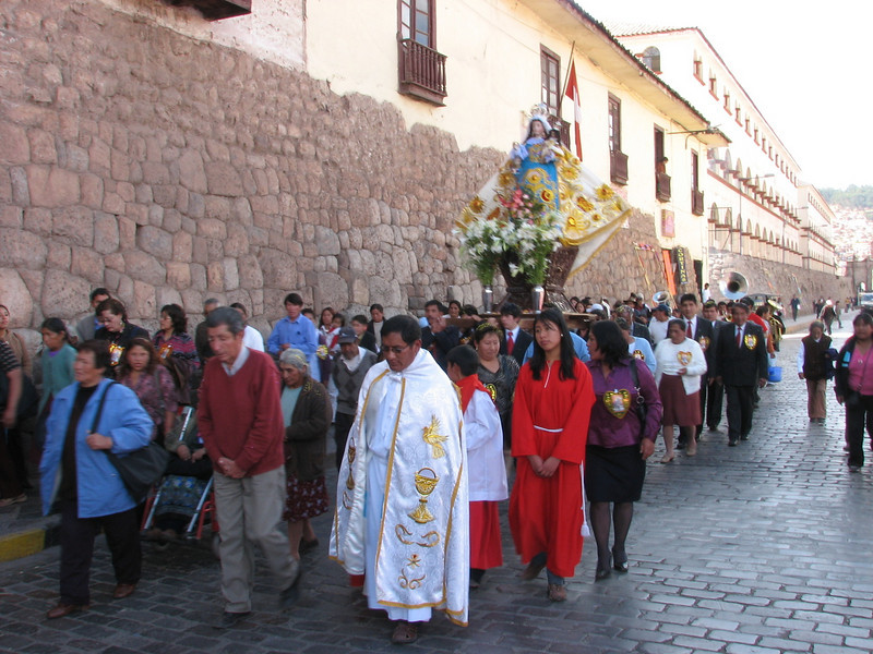 carry the image of the Virgin Mary in procession (Peru 2009, Iglesia San Pedro, Cusco 3360m. )