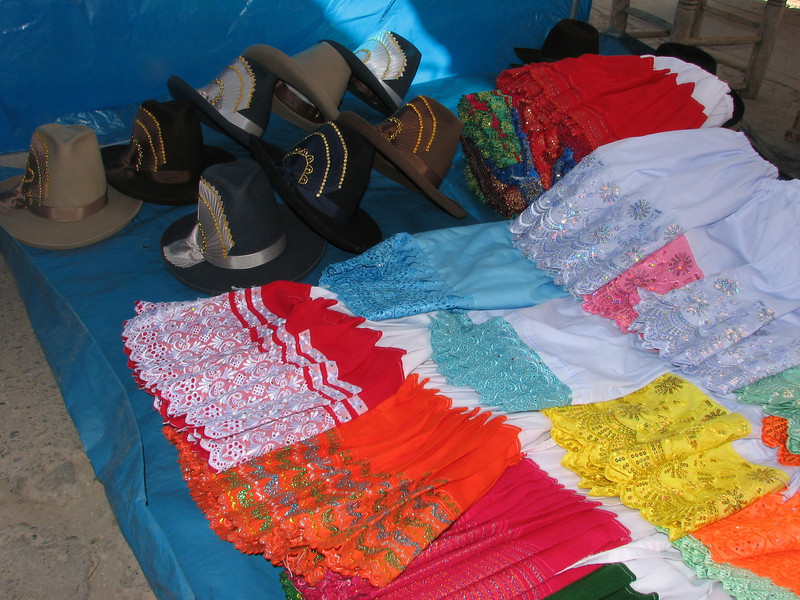 colourful clothes for women (Peru 2009 Caraz (2290m))