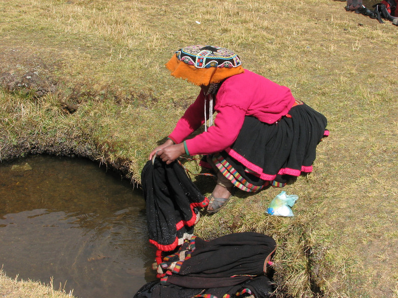 women washing her clothes (Peru 2009, Nevado Ausangate)