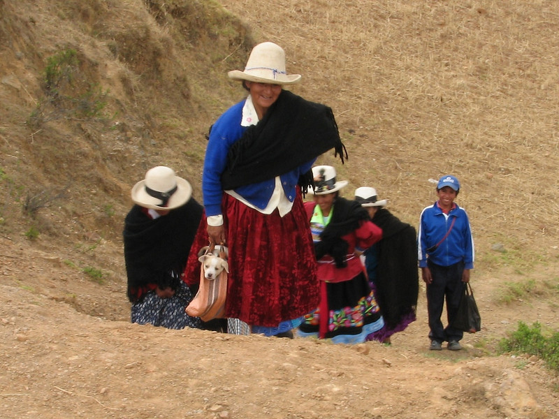 Returning from the Sunday market (new dog) (Peru 2009, Cordillera Blanca)