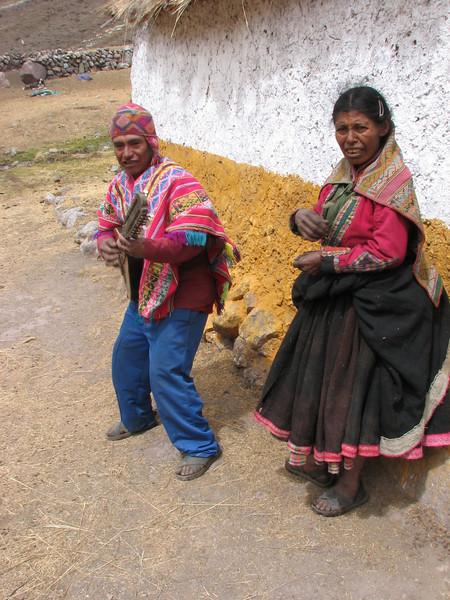 Peruvian farmer and musician and his mother (Peru 2009, Nevado Ausangate)