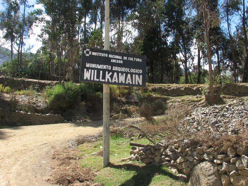 Entance Inca ruines of  Willkawain (Peru 2009, near Huaraz (3090m.))