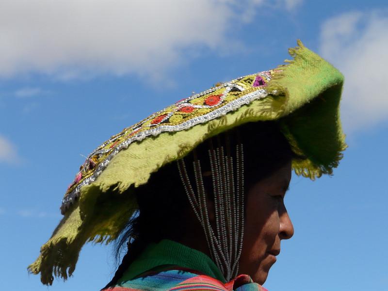 detail of the womans hat (photo Michel) (Peru 2009, Nevado Ausangate)