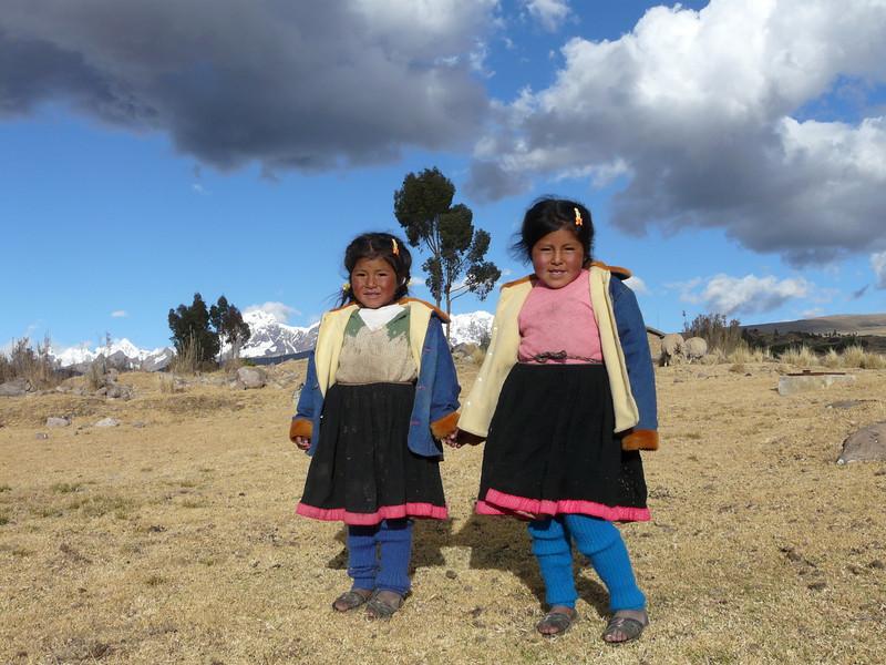 two sisters (Peru 2009, Nevado Ausangate (photo Michel Elshout))