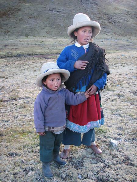 Children asking for caramellos (Peru 2009, Cordillera Blanca)