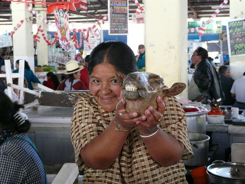 smiling (Peru 2009, indoor market place, Cusco 3360m.)