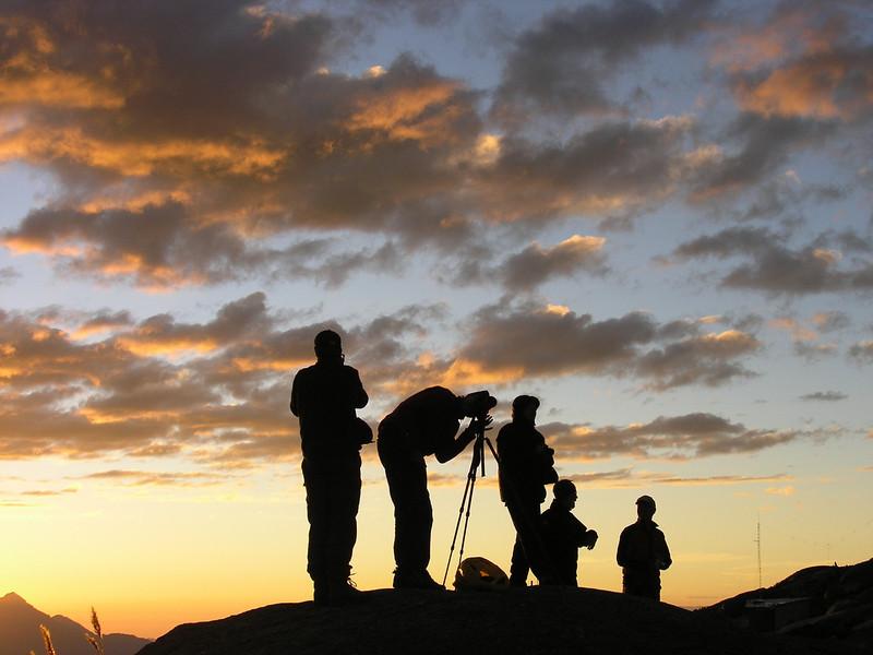 take pictures  (photo Michel Elshout) (Peru 2009, lag. Cullicocha, Cordillera Blanca)
