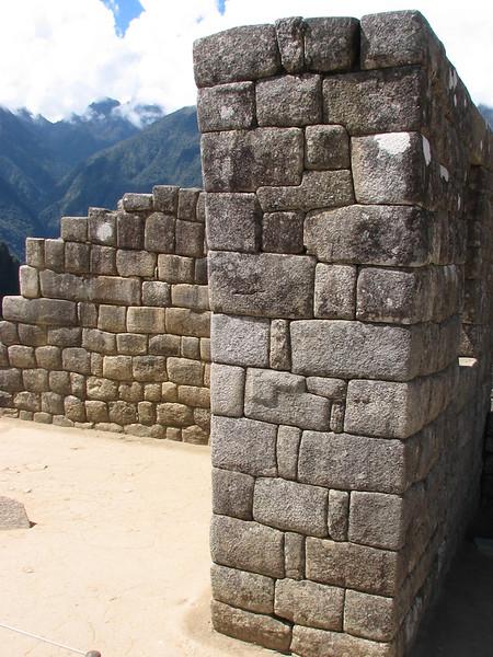 earthquake resistance walls (Peru 2009, Machu Picchu 2430m.)