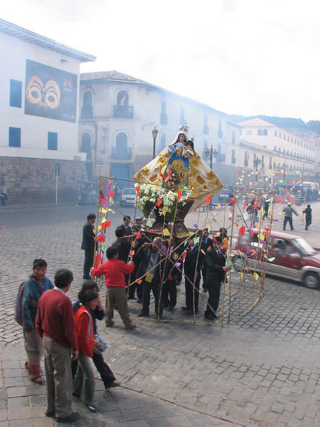 carry the image of the Virgin Mary in procession and display fireworks (Peru 2009, Iglesia San Pedro, Cusco 3360m. )
