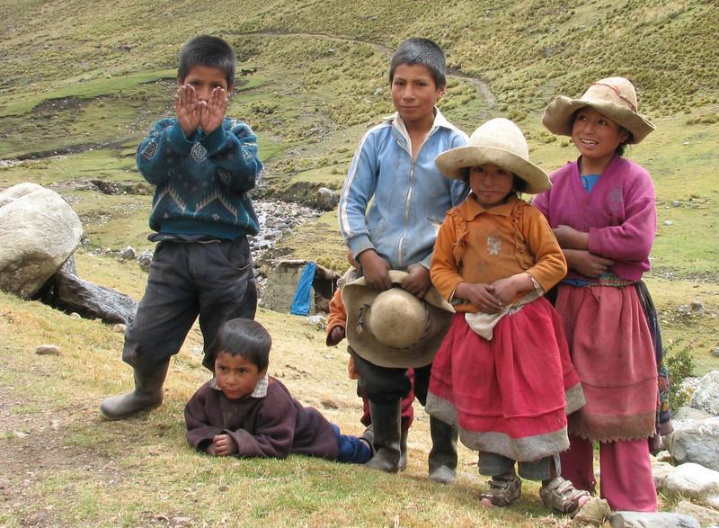 many children (Peru 2009, Cordillera Blanca)