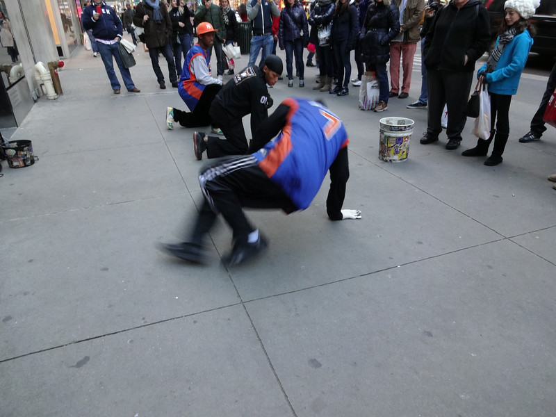 We stop, somewhere on fifth avenue, to enjoy a troupe of street acrobats.
