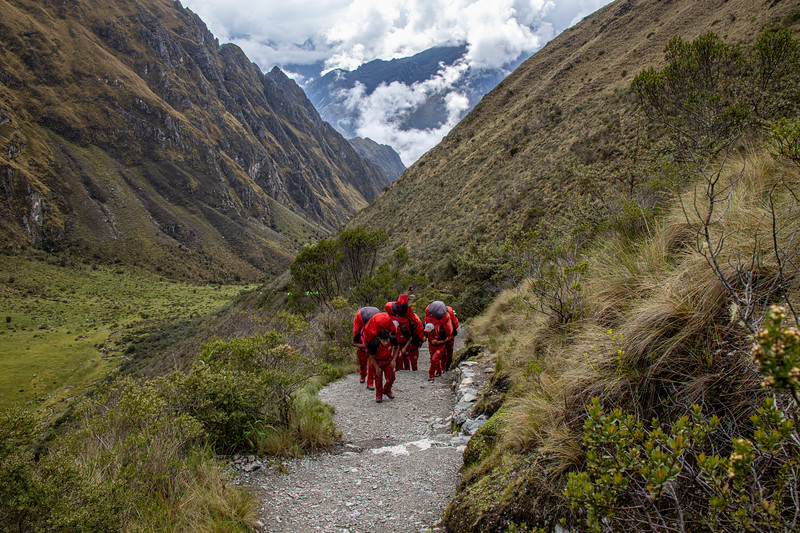 A group of porters on the last pitch to Dead Woman Pass