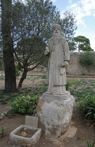 The florist Franciscus van Assisi, Monastery= Santuaria de Nostra Saintyora de Cura, Puig de Randa 542m, NE of Llucmajor