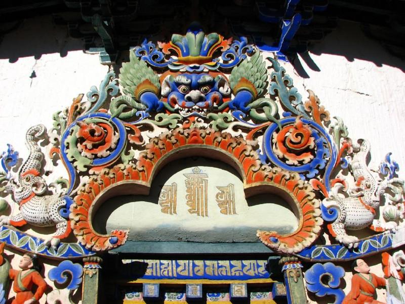 detail above the entrance (Tashihunpo monastery)