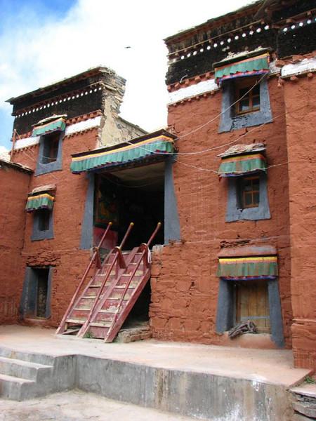 Rongbuk monastery 4880m. (Tibet )