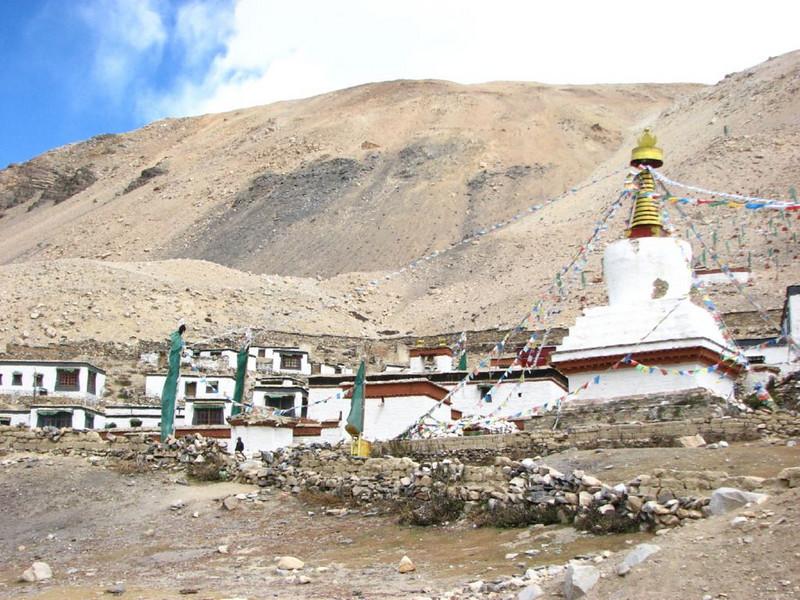 Rongbuk monastery 4880m. (18 Oct. 2006 Tibet)