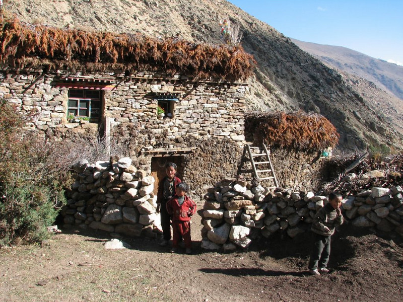 Tibetian home (Kangchungtrek)