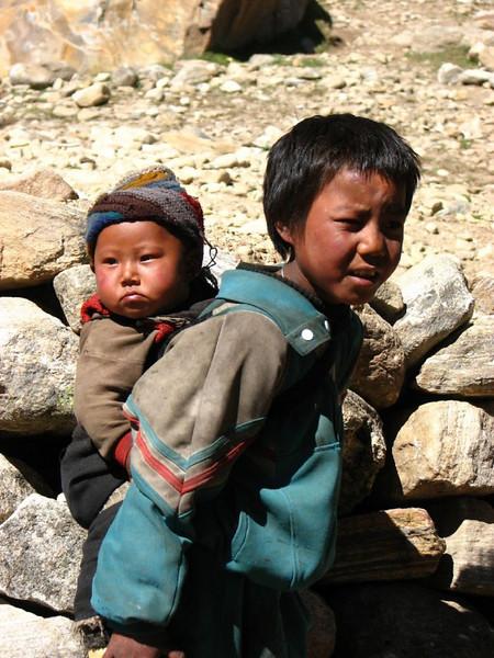 children near Kartha