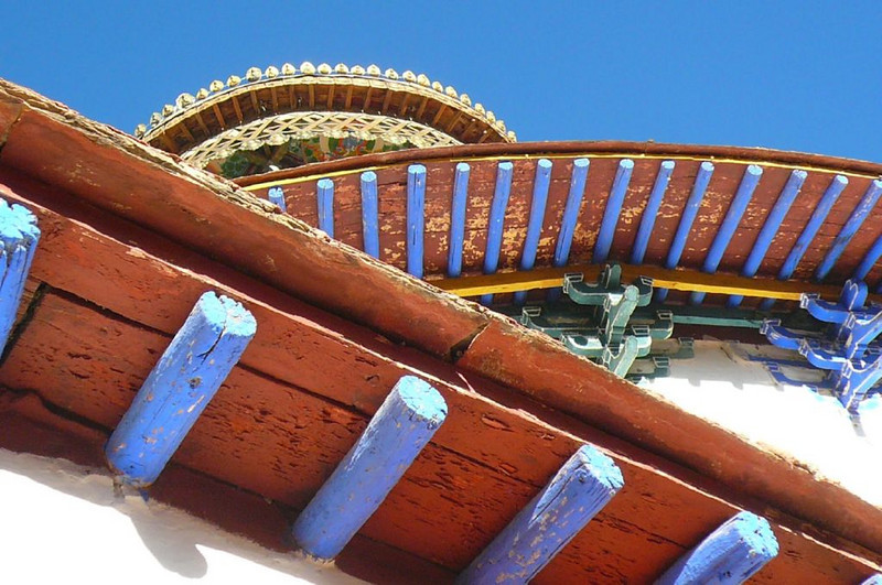 colourful roof,  (Tashihunpo monastery, Shigatse)