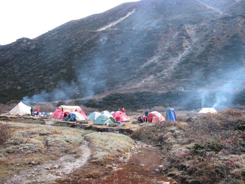 Kamp3   Djaksim campsite  4053m. (Kangchungtrek)