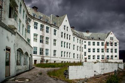 Opuštěné sanatorium v horách nad fjordem Luster. Fascinující místo s fascinujícím příběhem.