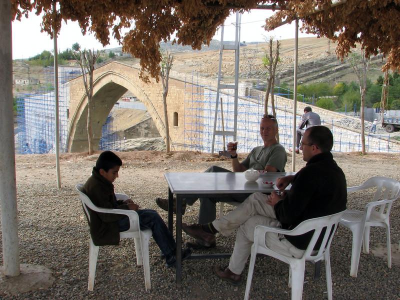 Teia, restauration of the old bridge, Malabadi Köprüsü near Catakköpru (Silvan-Bitlis)