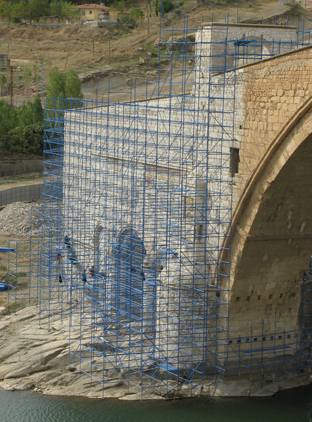 Restauration of the old Artukid Bridge, 1146, Malabadi Köprüsü near Catakköpru (Silvan-Bitlis)