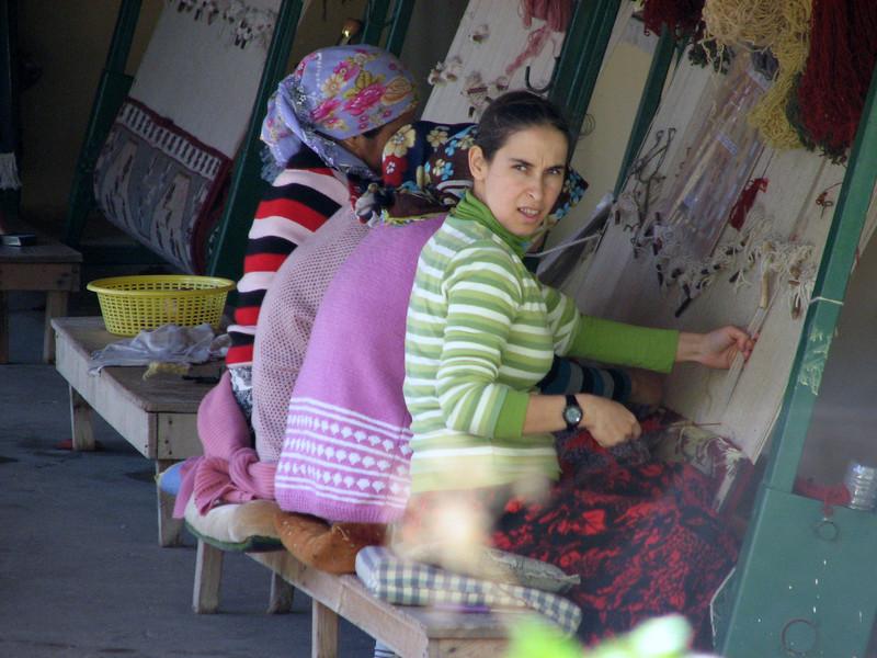 Making carpets (Near Turgut Köy)