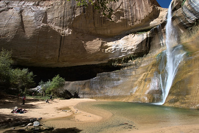 The canyon walls surrouding Lower Calf Creek Falls enclose a striking little beach. Despite being a very popular destination the falls was not crowded on the day we visited.