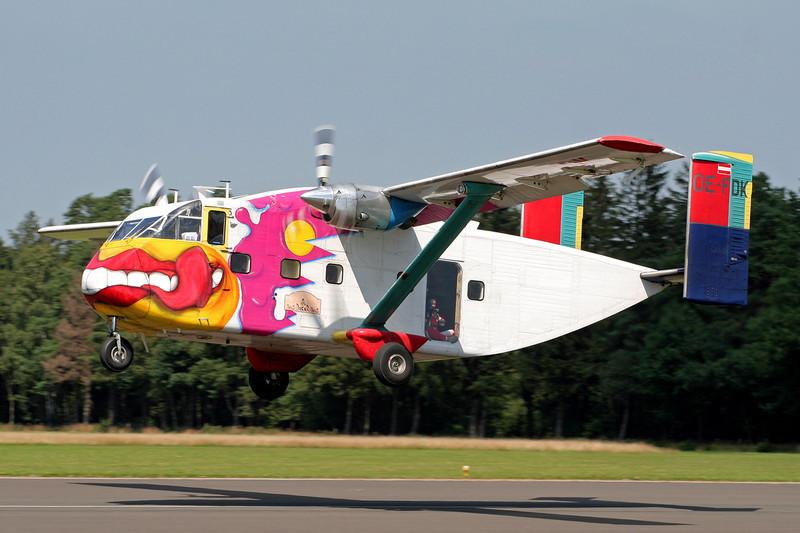 "OE-FDK Short SC-7-3A-100 Skyliner ""Pink Aviation"" c/n SH1901 Spa-La Sauveniere/EBSP 04-08-07"