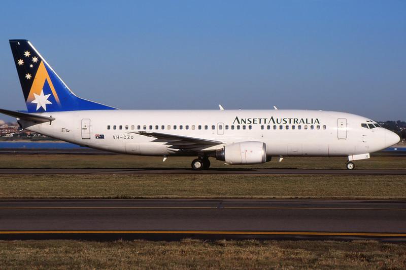 VH-CZO Boeing 737-377 c/n 24304 Sydney-Kingsford Smith/YSSY/SYD 02-05-99 (35mm slide)