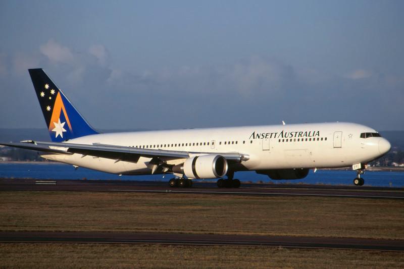 VH-BZF Boeing 767-324ER c/n 27569 Sydney-Kingsford Smith/YSSY/SYD 02-05-99 (35mm slide)