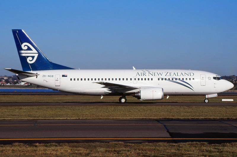 ZK-NGB Boeing 737-36Q c/n 29140 Sydney-Kingsford Smith/YSSY/SYD 02-05-99 (35mm slide)
