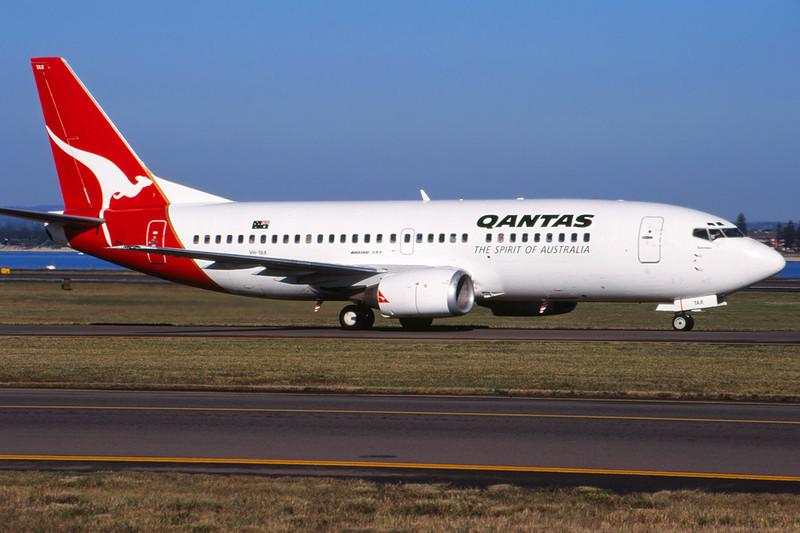 VH-TAX Boeing 737-376 c/n 23489 Sydney-Kingsford Smith/YSSY/SYD 02-05-99 (35mm slide)