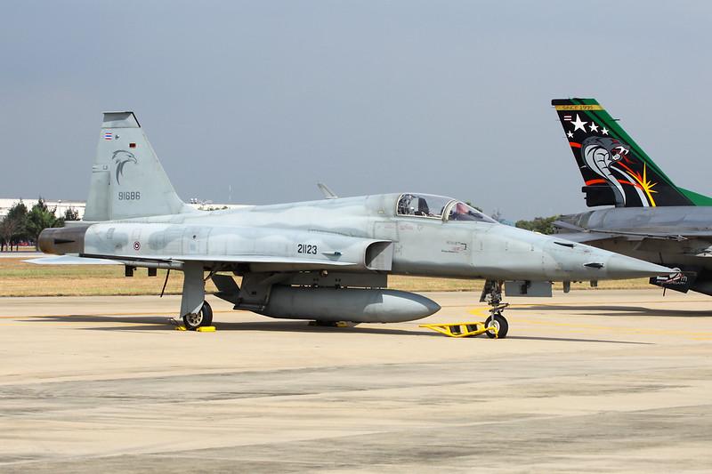 "B.Kh18Kh-23/24 (21123/91686) Northrop F-5E Tiger II ""Royal Thai Air Force"" c/n TU1006 Bangkok-Don Mueang/VTBD/DMK 09-01-16"