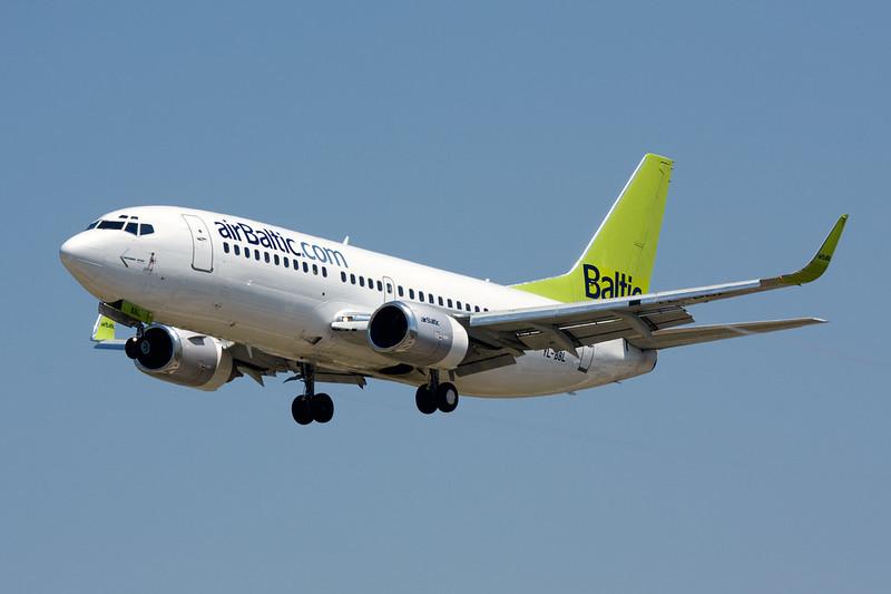 YL-BBL Boeing 737-33V c/n 29334 Barcelona-El Prat/LEBL/BCN 29-06-08