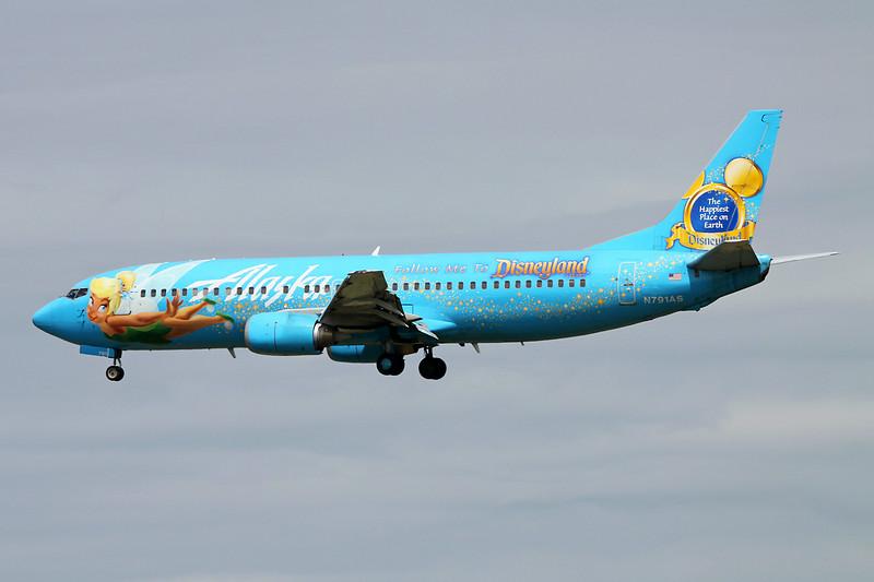 """N791AS Boeing 737-490 c/n 28886 Vancouver/CYVR/YVR 29-04-14 """"Disneyland"""""""