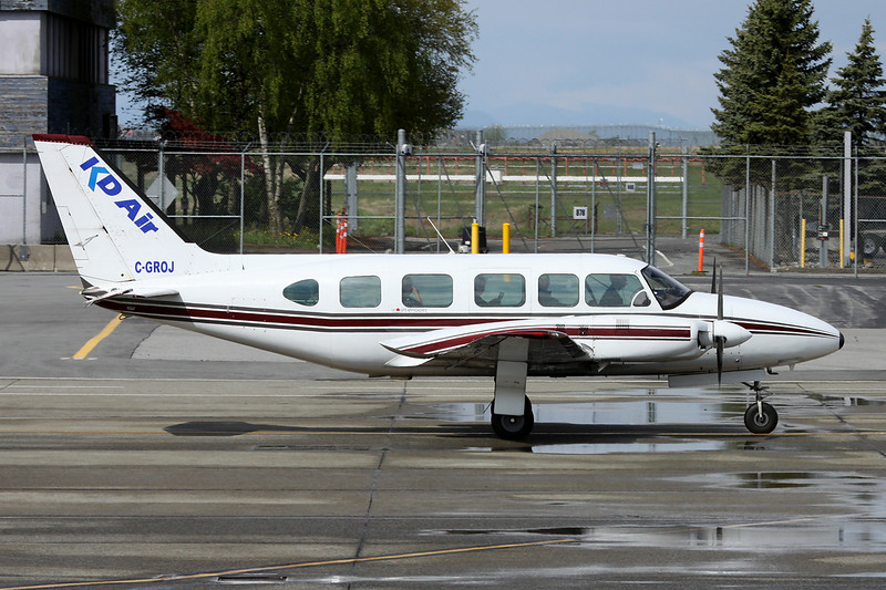"""C-GROJ Piper PA-31-350 Navajo Chieftain """"KD Air"""" c/n 31-7405249 Vancouver/CYVR/YVR 27-04-14"""