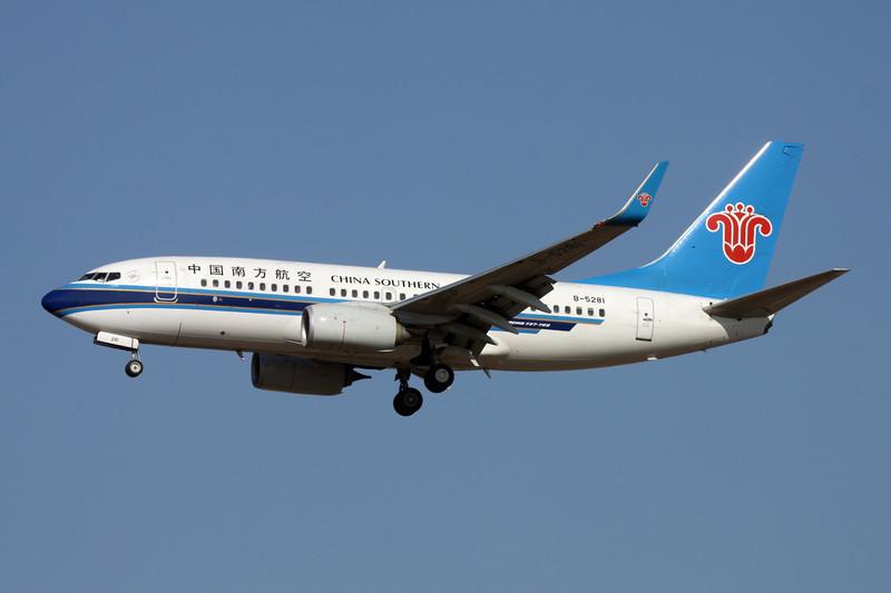B-5281 Boeing 737-71B c/n 38914 Xi'an/ZLXY/XIY 11-11-12