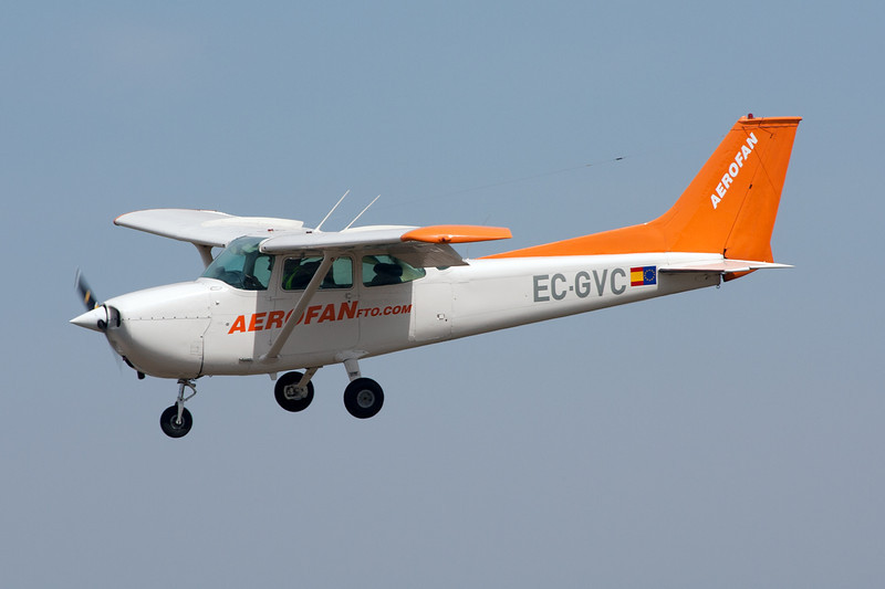 EC-GVC Cessna 172M c/n 172-63446 Cuatro Vientos/LECU 06-04-08