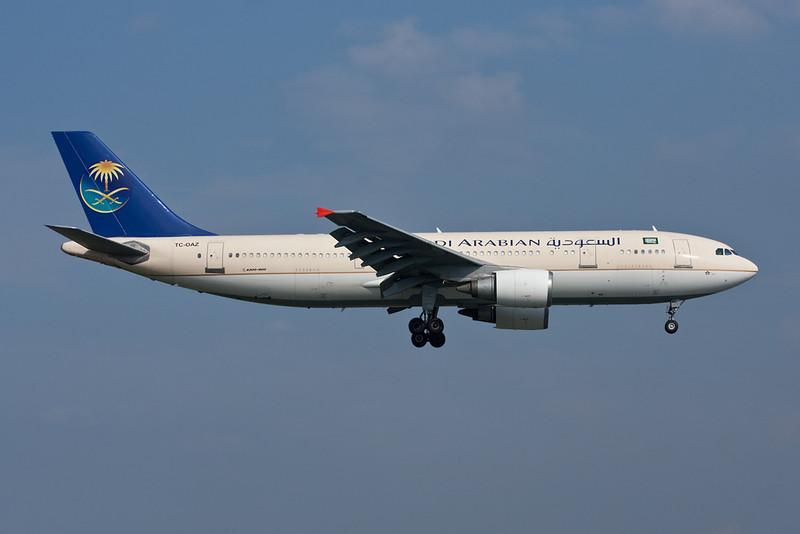 "TC-OAZ Airbus A300B4-605R ""Onur Air/Saudi Arabian Airlines"" c/n 603 Istanbul-Ataturk/LTBA/IST 15-09-09"