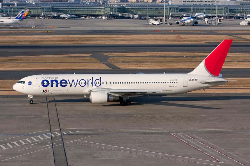 JA8980 Boeing 767-346 c/n 28837 Tokyo-Haneda/RJTT/HND 26-02-10
