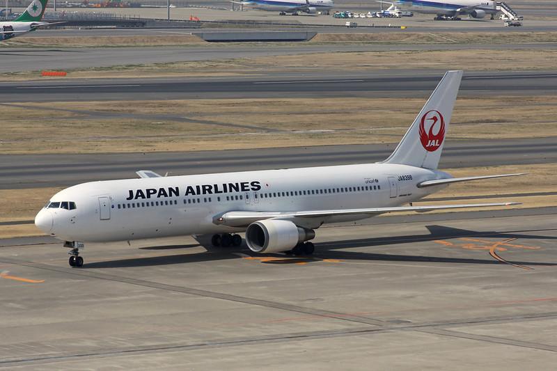 JA8398 Boeing 767-346 c/n 27312 Tokyo-Haneda/RJTT/HND 09-03-13