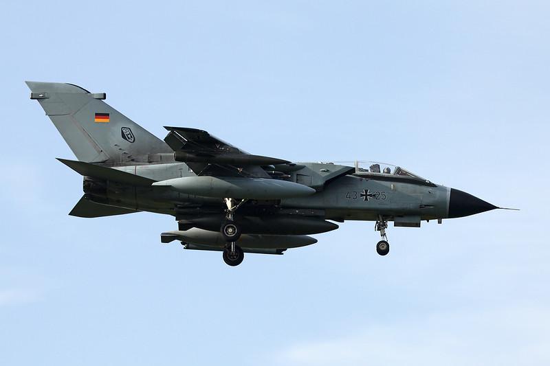 """43+25 BAe/Panavia Tornado IDS """"German Air Force"""" c/n GS008 Kleine-Brogel/EBBL 23-10-12"""
