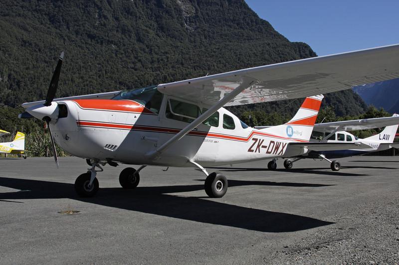ZK-DWX Cessna U.206F Stationair c/n U206-02641 Milford Sound/NZMF/MFN 20-03-12