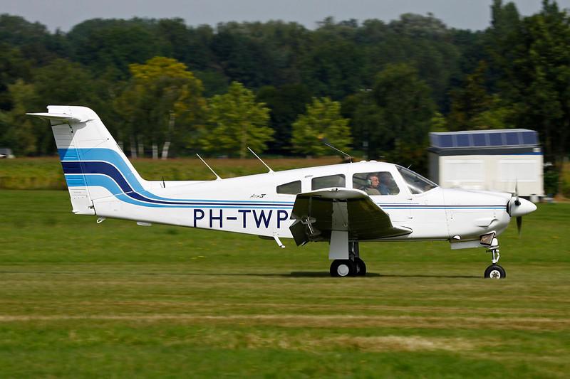 PH-TWP PIper PA-28RT-201 Arrow IV c/n 28R-7918215 Schaffen-Diest/EBDT 12-08-12