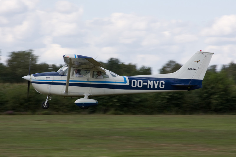 OO-MVG Reims-Cessna F.172M c/n 1130 Hasselt-Kiewit/EBZH 29-08-09