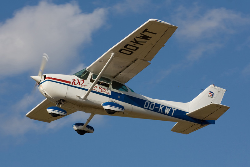 OO-KWT Cessna 172N c/n 172-68274 Hasselt-Kiewit/EBZH 29-08-09