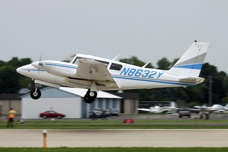 N8632Y Piper PA-30-160 Twin Commanche C c/n 30-1773 Oshkosh/KOSH/OSH 27-07-10
