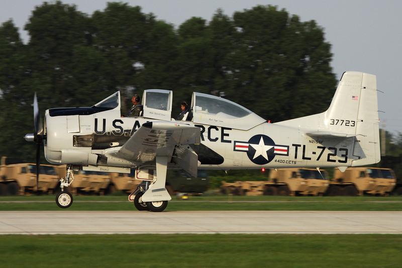 N215SF (137723/TL-723) North American T-28B Trojan c/n 200-86 Oshkosh/KOSH/OSH 29-07-10